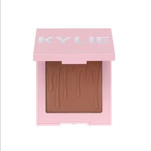 Kylie Cosmetics Bronzer: Tanned & Gorgeous
